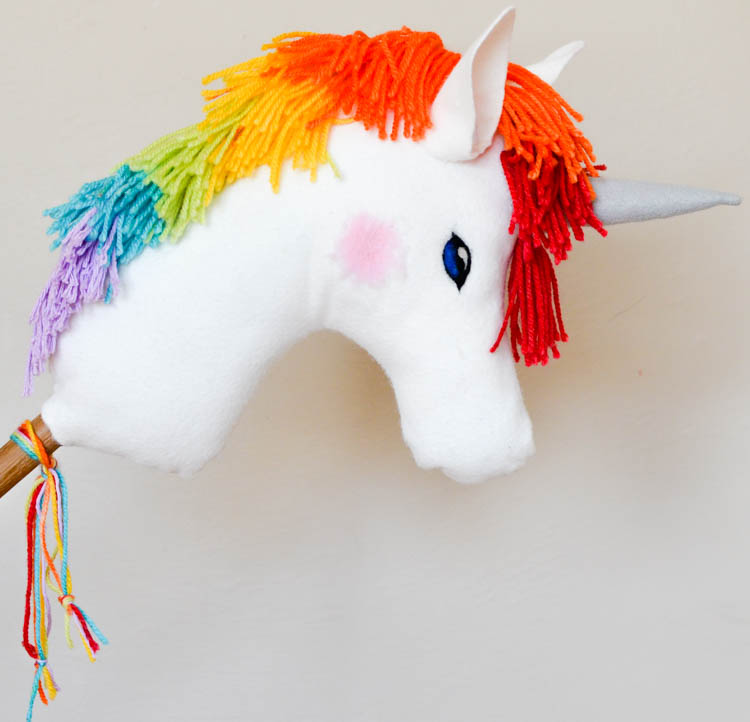 DIY Felt Rainbow Unicorn Hobby Horse: Easy to make toy project! Perfect handmade gift for little girls and boys. Free printable pattern is included.