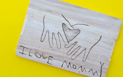 Woodburning a Cutting Board with Kids' Handprints for Moms and Grandmas
