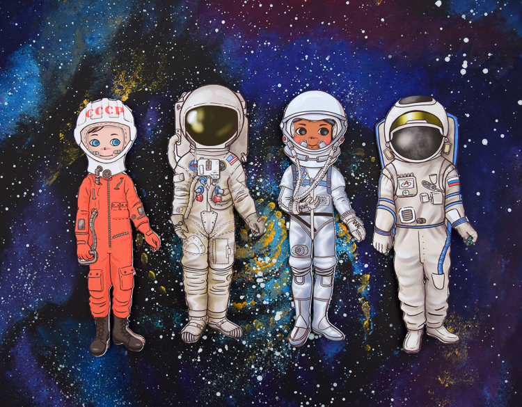 Astronaut paper dolls: SK-1 space suit of the first man in space; Apollo 11 space suit of the first men on the moon; Mercury space suit; Orlan space suit.