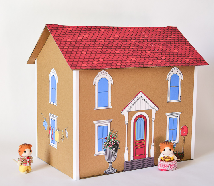 Calico Critters move into their new dollhouse